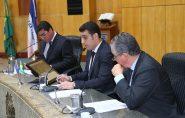 Deputados derrubam veto e salário do governador vai subir