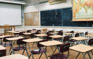 Professora capixaba arremessa tamanco contra aluno de 4 anos