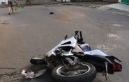 Motorista invade contramão, bate em motociclista e foge sem prestar socorro