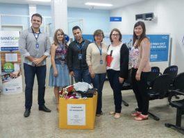 Banestes repassa agasalhos doados para serem entregues às famílias carentes de Vila Pavão