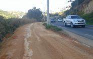 Após pedido de moradores, funcionários da prefeitura limpam pista de caminhada