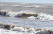 Marinha emite alerta de mar agitado e ondas de até quatro metros no litoral do Espírito Santo