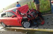 Três pessoas ficam feridas após carro bater em boi no Sul do ES