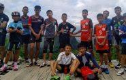 Todos os doze meninos e o treinador estão fora da caverna na Tailândia