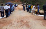 Prefeito convoca amigos, funcionários da prefeitura e vereadores para inaugurar pequena ponte em Mantenópolis