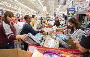 Economia dos EUA supera previsão e cria mais de 200 mil vagas de emprego