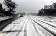 SP: temporal com granizo deixa rodovia com 'cara' de estrada europeia