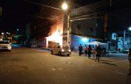 Incêndio na casa do Zebinho Alfaiate, na Rua da Feira, em Barra de São Francisco