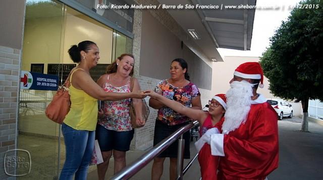 SiteBarra - papai noel no hospital dra rita de cassia barra de sao francisco (10)