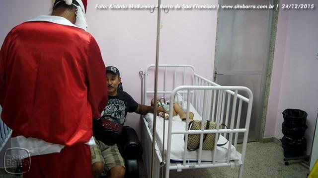 SiteBarra - papai noel no hospital dra rita de cassia barra de sao francisco (13)
