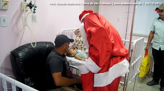 SiteBarra - papai noel no hospital dra rita de cassia barra de sao francisco (14)