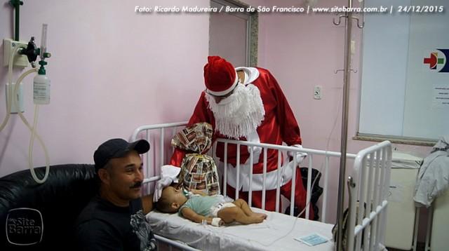 SiteBarra - papai noel no hospital dra rita de cassia barra de sao francisco (15)