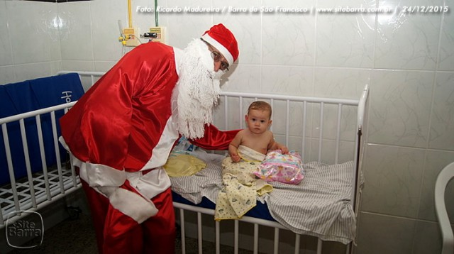 SiteBarra - papai noel no hospital dra rita de cassia barra de sao francisco (21)