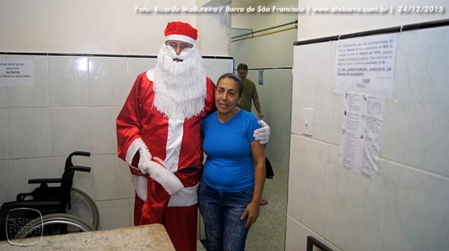 SiteBarra - papai noel no hospital dra rita de cassia barra de sao francisco (28)