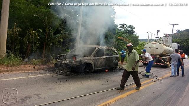 SiteBarra carro pega fogo em barra de sao francisco (1)