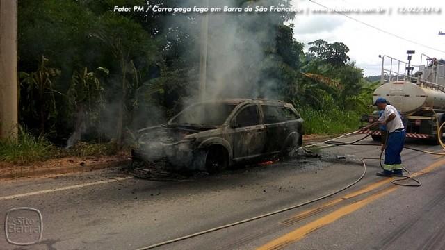 SiteBarra carro pega fogo em barra de sao francisco (10)