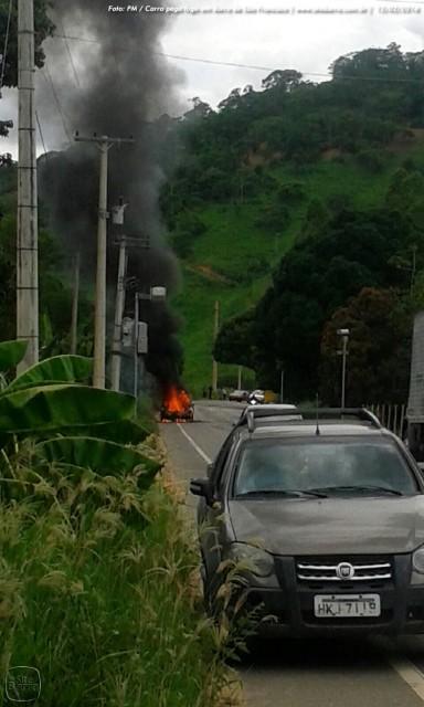 SiteBarra carro pega fogo em barra de sao francisco (11)