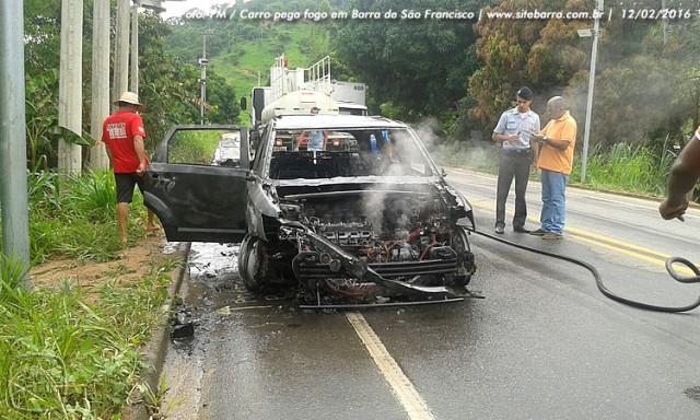 SiteBarra carro pega fogo em barra de sao francisco (13)