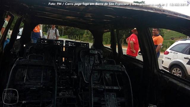SiteBarra carro pega fogo em barra de sao francisco (2)
