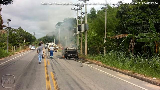 SiteBarra carro pega fogo em barra de sao francisco (3)