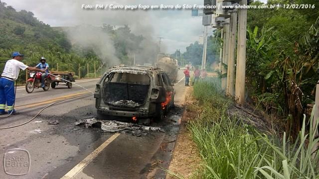 SiteBarra carro pega fogo em barra de sao francisco (4)