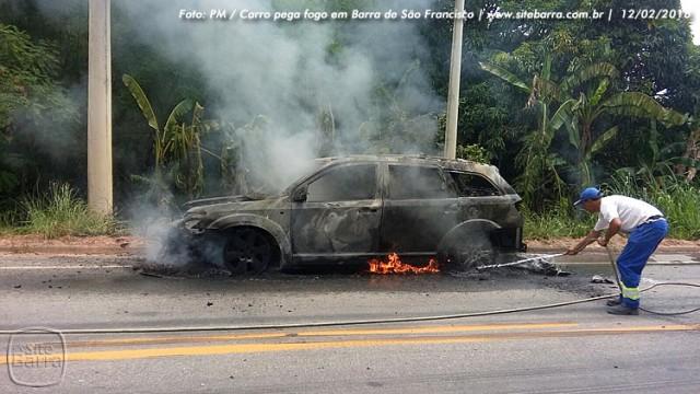 SiteBarra carro pega fogo em barra de sao francisco (8)