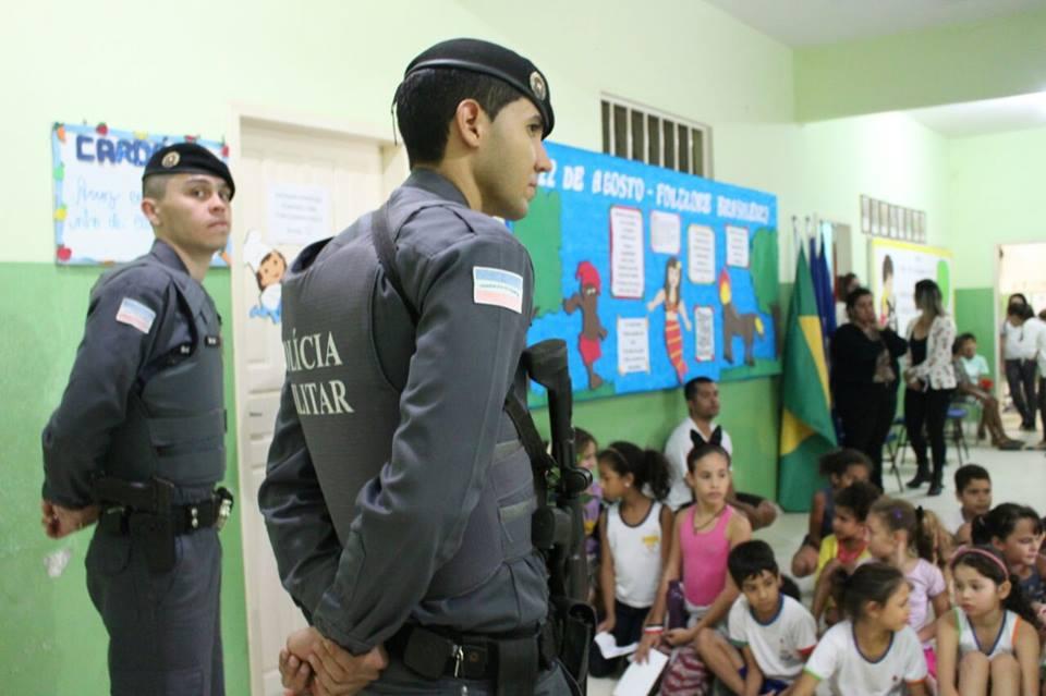 Dia Do Soldado Policiais Promovem Palestra E Recebem