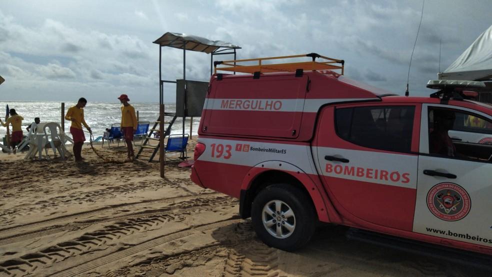 Corpo de Bombeiros faz buscas em Pontal do Ipiranga — Foto: Eduardo Dias/TV Gazeta