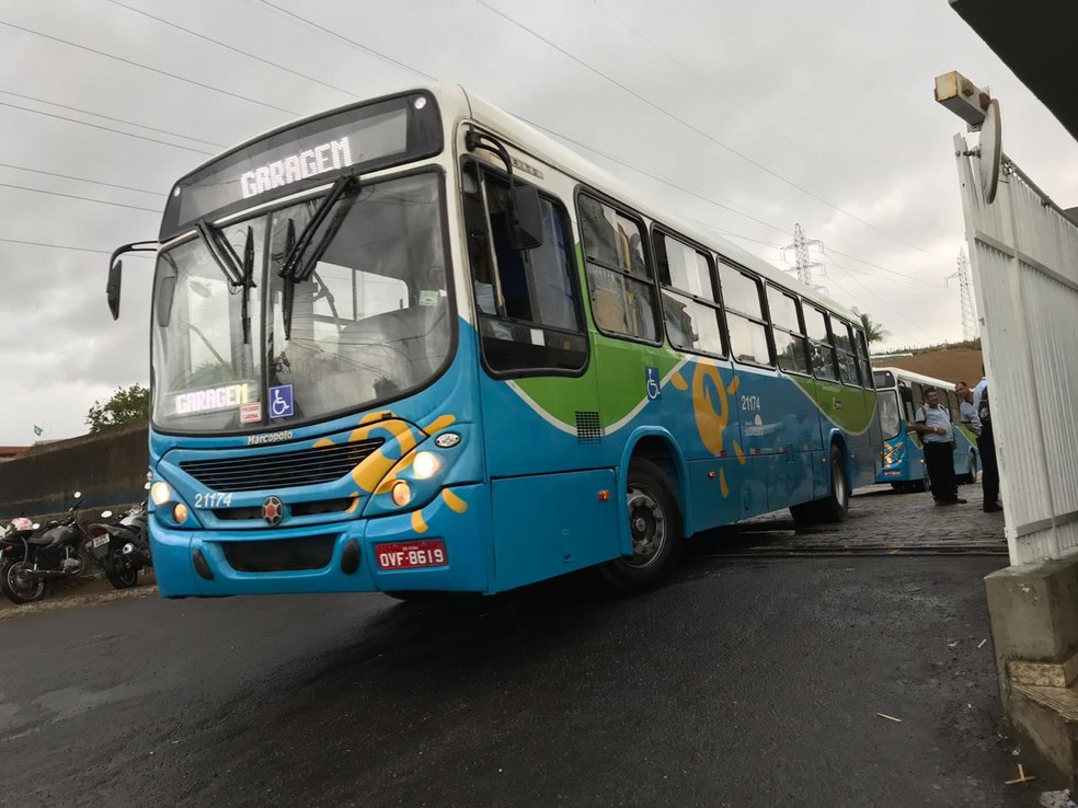 Ônibus do sistema Transcol vão atender foliões — Foto: Leandro Tedesco/TV Gazeta