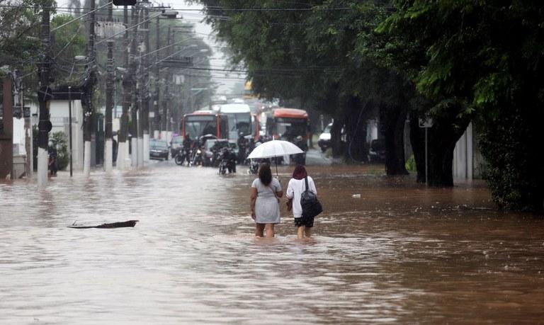 Municípios afetados pelas chuvas já podem sacar o benefício