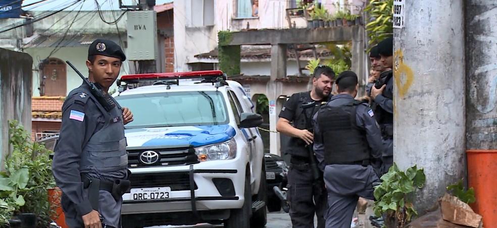 Policiais fazem monitoramento nos acessos ao Bairro da Penha, em Vitória